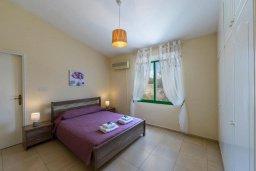 Спальня. Кипр, Си Кейвз : Уютная вилла с бассейном и двориком с барбекю, 2 спальни, 2 ванные комнаты, парковка, Wi-Fi