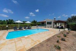 Фасад дома. Кипр, Си Кейвз : Уютная вилла с бассейном и двориком с барбекю, 2 спальни, 2 ванные комнаты, парковка, Wi-Fi