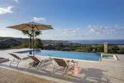 Бассейн. Кипр, Киссонерга : Прекрасная вилла с бассейном и видом на море, 3 спальни, 3 ванные комнаты, барбекю , парковка, Wi-Fi