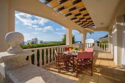 Терраса. Кипр, Хлорака : Прекрасная вилла в 80 метрах от пляжа с бассейном и видом на море, 3 спальни, 2 ванные комнаты, барбекю, парковка, Wi-Fi