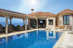 Фасад дома. Кипр, Помос : Прекрасная вилла с бассейном и видом на море, 4 спальни, 5 ванных комнат, парковка, Wi-Fi