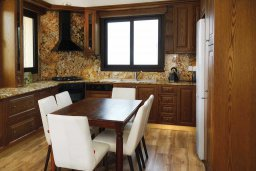 Кухня. Кипр, Помос : Прекрасная вилла с бассейном и видом на море, 4 спальни, 5 ванных комнат, парковка, Wi-Fi