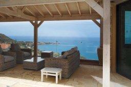 Патио. Кипр, Помос : Прекрасная вилла с бассейном и видом на море, 4 спальни, 5 ванных комнат, парковка, Wi-Fi