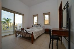 Спальня. Кипр, Пейя : Прекрасная вилла с бассейном и двориком с барбекю, 4 спальни, 4 ванные комнаты, парковка, Wi-Fi