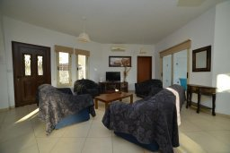 Гостиная. Кипр, Пейя : Прекрасная вилла с бассейном и двориком с барбекю, 4 спальни, 4 ванные комнаты, парковка, Wi-Fi