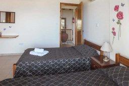 Спальня 2. Кипр, Аргака : Уютная вилла с бассейном и зеленым двориком с барбекю, 3 спальни, 3 ванные комнаты , парковка, Wi-Fi