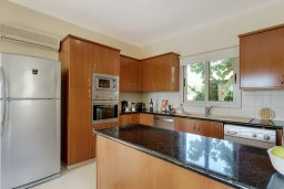 Кухня. Кипр, Корал Бэй : Прекрасная вилла с бассейном и зеленым двориком с барбекю, 3 спальни, 2 ванные комнаты, парковка, Wi-Fi