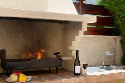 Территория. Кипр, Корал Бэй : Прекрасная вилла с бассейном и зеленым двориком с барбекю, 3 спальни, 2 ванные комнаты, парковка, Wi-Fi