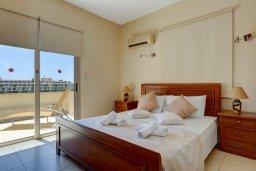 Спальня. Кипр, Корал Бэй : Прекрасная вилла с бассейном и зеленым двориком с барбекю, 3 спальни, 2 ванные комнаты, парковка, Wi-Fi