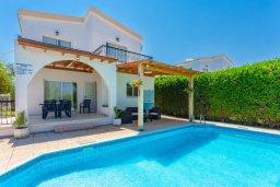 Фасад дома. Кипр, Аргака : Уютная вилла с бассейном и зеленым двориком с барбекю, 2 спальни, 3 ванные комнаты, парковка, Wi-Fi