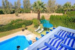 Территория. Кипр, Аргака : Уютная вилла с бассейном и зеленым двориком с барбекю, 2 спальни, 3 ванные комнаты, парковка, Wi-Fi