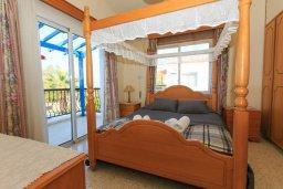 Спальня. Кипр, Аргака : Уютная вилла с бассейном и зеленым двориком с барбекю, 2 спальни, 3 ванные комнаты, парковка, Wi-Fi
