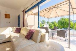 Гостиная. Кипр, Полис город : Прекрасная вилла с бассейном и зеленым двориком с барбекю, 3 спальни, 3 ванные комнаты, парковка, Wi-Fi