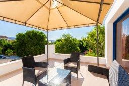 Терраса. Кипр, Полис город : Прекрасная вилла с бассейном и зеленым двориком с барбекю, 3 спальни, 3 ванные комнаты, парковка, Wi-Fi