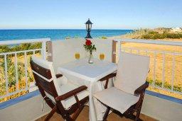 Балкон. Кипр, Айя Марина Хрисохус : Роскошная вилла в 30 метрах от пляжа с бассейном, джакузи и видом на море, 3 спальни, 3 ванные комнаты, барбекю, парковка, Wi-Fi
