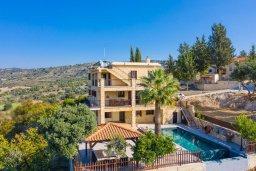 Вид на виллу/дом снаружи. Кипр, Скулли : Прекрасная вилла с бассейном и двориком с барбекю, 7 спален, 6 ванных комнат, парковка, Wi-Fi