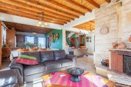 Гостиная. Кипр, Скулли : Прекрасная вилла с бассейном и двориком с барбекю, 7 спален, 6 ванных комнат, парковка, Wi-Fi