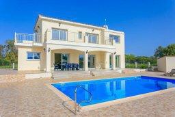 Вид на виллу/дом снаружи. Кипр, Полис город : Роскошная вилла в 50 метрах от пляжа с бассейном и зеленым двориком с барбекю, 4 спальни, 4 ванных комнат, парковка, Wi-Fi