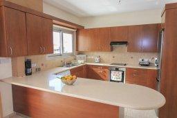 Кухня. Кипр, Полис город : Роскошная вилла в 50 метрах от пляжа с бассейном и зеленым двориком с барбекю, 4 спальни, 4 ванных комнат, парковка, Wi-Fi
