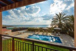 Бассейн. Кипр, Киссонерга : Роскошная вилла в 60 метрах от пляжа с бассейном и двориком с барбекю, 3 спальни, 3 ванные комнаты, парковка, Wi-Fi
