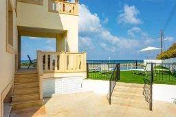 Территория. Кипр, Айя Марина Хрисохус : Роскошная пляжная вилла с бассейном и шикарным видом на море, 4 спальни, 4 ванные комнаты, барбекю, парковка, Wi-Fi