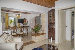 Гостиная. Кипр, Айя Марина Хрисохус : Уютная вилла с бассейном и двориком с барбекю, 3 спальни, 3 ванные комнаты, парковка, Wi-Fi