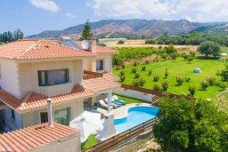 Фасад дома. Кипр, Айя Марина Хрисохус : Прекрасная вилла с бассейном и двориком с барбекю, 3 спальни, 3 ванные комнаты, парковка, Wi-Fi