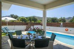 Обеденная зона. Кипр, Айя Марина Хрисохус : Прекрасная вилла с бассейном и двориком с барбекю, 3 спальни, 3 ванные комнаты, парковка, Wi-Fi