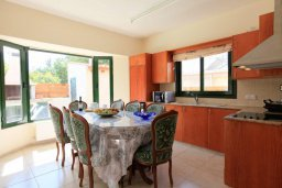 Кухня. Кипр, Айя Марина Хрисохус : Прекрасная вилла с бассейном и двориком с барбекю, 3 спальни, 3 ванные комнаты, парковка, Wi-Fi