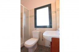 Ванная комната. Кипр, Айя Марина Хрисохус : Прекрасная вилла с бассейном и двориком с барбекю, 3 спальни, 3 ванные комнаты, парковка, Wi-Fi