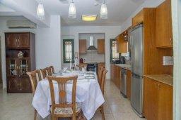 Обеденная зона. Кипр, Айя Марина Хрисохус : Прекрасная вилла с бассейном и двориком с барбекю, 4 спальни, 3 ванные комнаты, парковка, Wi-Fi
