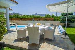 Терраса. Кипр, Айя Марина Хрисохус : Прекрасная вилла с бассейном и двориком с барбекю, 4 спальни, 3 ванные комнаты, парковка, Wi-Fi