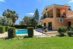 Фасад дома. Кипр, Лачи : Превосходная вилла в 150 метрах от пляжа с бассейном и зеленым двориком с барбекю, 4 спальни, 3 ванные комнаты, парковка, Wi-Fi