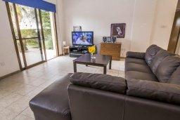 Гостиная. Кипр, Лачи : Превосходная вилла в 150 метрах от пляжа с бассейном и зеленым двориком с барбекю, 4 спальни, 3 ванные комнаты, парковка, Wi-Fi