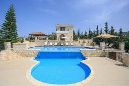 Фасад дома. Кипр, Скулли : Роскошная вилла с бассейном и большим приватным двориком с патио и барбекю, 4 спальни, 5 ванных комнат, парковка, Wi-Fi