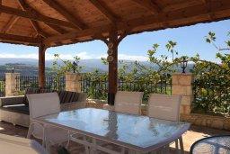 Обеденная зона. Кипр, Скулли : Роскошная вилла с бассейном и большим приватным двориком с патио и барбекю, 4 спальни, 5 ванных комнат, парковка, Wi-Fi