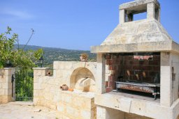 Территория. Кипр, Скулли : Роскошная вилла с бассейном и большим приватным двориком с патио и барбекю, 4 спальни, 5 ванных комнат, парковка, Wi-Fi
