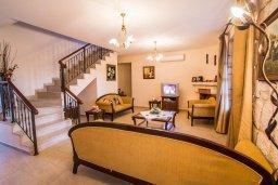 Гостиная. Кипр, Скулли : Роскошная вилла с бассейном и большим приватным двориком с патио и барбекю, 4 спальни, 5 ванных комнат, парковка, Wi-Fi