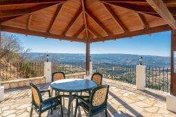 Обеденная зона. Кипр, Скулли : Уютная вилла с бассейном и приватным двориком с барбекю, 3 спальни, 3 ванные комнаты, парковка, Wi-Fi