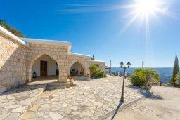 Фасад дома. Кипр, Скулли : Уютная вилла с бассейном и приватным двориком с барбекю, 3 спальни, 3 ванные комнаты, парковка, Wi-Fi