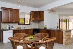 Кухня. Кипр, Скулли : Уютная вилла с бассейном и приватным двориком с барбекю, 3 спальни, 3 ванные комнаты, парковка, Wi-Fi