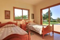 Спальня 2. Кипр, Полис город : Прекрасная вилла в 50 метрах от пляжа с бассейном и видом на море, 3 спальни, 3 ванные комнаты, парковка, Wi-Fi