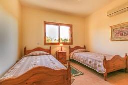 Спальня 3. Кипр, Полис город : Прекрасная вилла в 50 метрах от пляжа с бассейном и видом на море, 3 спальни, 3 ванные комнаты, парковка, Wi-Fi