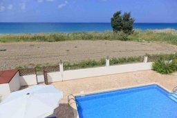 Вид на море. Кипр, Полис город : Прекрасная вилла в 50 метрах от пляжа с бассейном и видом на море, 3 спальни, 3 ванные комнаты, парковка, Wi-Fi