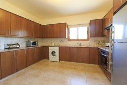 Кухня. Кипр, Полис город : Прекрасная вилла в 50 метрах от пляжа с бассейном и видом на море, 3 спальни, 4 ванные комнаты, парковка, Wi-Fi