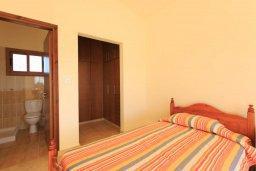 Спальня. Кипр, Полис город : Прекрасная вилла в 50 метрах от пляжа с бассейном и видом на море, 3 спальни, 4 ванные комнаты, парковка, Wi-Fi