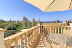 Обеденная зона. Кипр, Айя Марина Хрисохус : Превосходная вилла с бассейном и двориком с барбекю, 4 спальни, 3 ванные комнаты, парковка, Wi-Fi