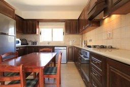 Кухня. Кипр, Айя Марина Хрисохус : Превосходная вилла с бассейном и двориком с барбекю, 4 спальни, 3 ванные комнаты, парковка, Wi-Fi