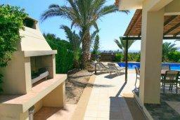 Территория. Кипр, Си Кейвз : Уютная вилла с бассейном и двориком с барбекю, 3 спальни, 4 ванные комнаты, парковка, Wi-Fi