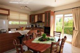 Кухня. Кипр, Си Кейвз : Уютная вилла с бассейном и двориком с барбекю, 3 спальни, 4 ванные комнаты, парковка, Wi-Fi